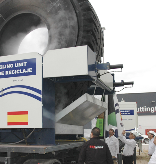 Máquina de corte por chorro de agua a presión waterjet para neumáticos, TCI Cutting