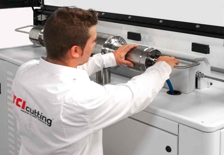 Trabaja con TCI Cutting. Técnico TCI Cutting máquina de corte