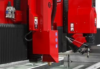 WATERJET & PLASMA HD unidos, TCI Cutting presenta en Poznan su serie de máquinas de corte waterjet y corte plasma HD COMBI