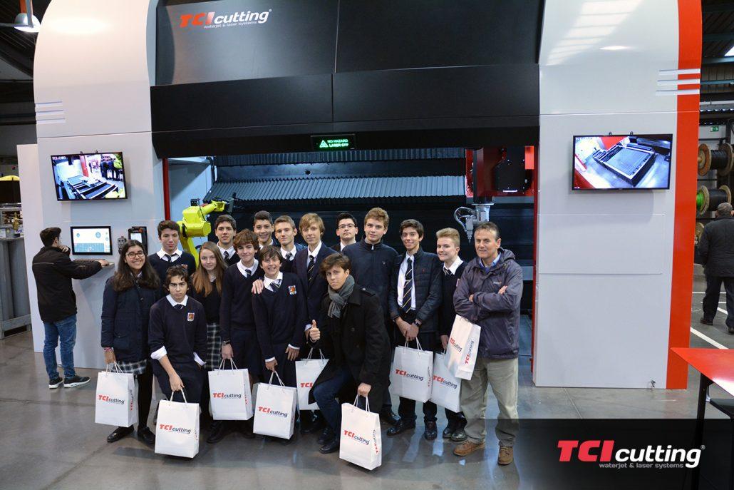 Visita de los alumnos de Caxton College a las instalaciones de TCI Cutting