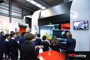 TCI Cutting visita alumnos robot maquina Spaceline Fiber